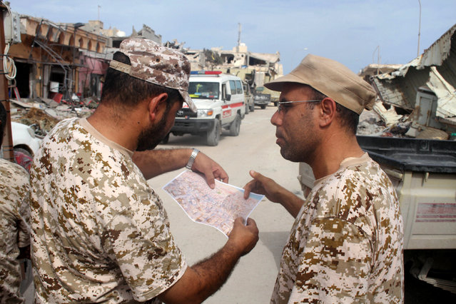 Fighters of Libyan forces allied with the U.N.-backed government look at a map near the front line of the fighting with Islamic State militants in Ghiza Bahriya district, in Sirte, Libya, October 28, 2016. (Photo by Hani Amara/Reuters)