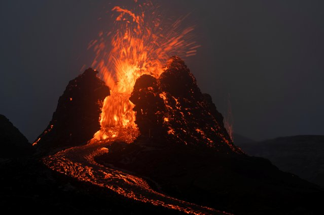 Lava flows from a volcano in the Reykjanes Peninsula, Iceland March 21, 2021. (Photo by Sigtryggur Johannsson/Reuters)