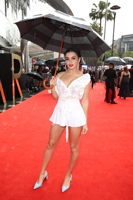 Charli XCX arrives for the 30th Annual ARIA Awards 2016 at The Star on November 23, 2016 in Sydney, Australia. (Photo by Brendon Thorne/Getty Images)