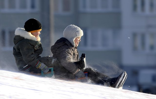 Children enjoy a cold winter day in Minsk, Belarus, January 2, 2016. (Photo by Vasily Fedosenko/Reuters)