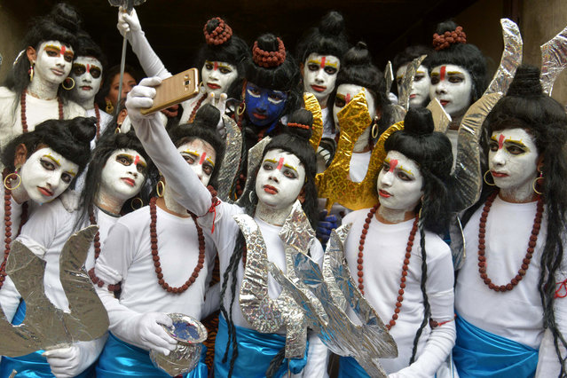 "Indian schoolchildren dressed as Hindu God Lord Shiva pose for a ""selfie"" ahead of performing a routine during an annual school function in Amritsar on December 27, 2016. (Photo by Narinder Nanu/AFP Photo)"