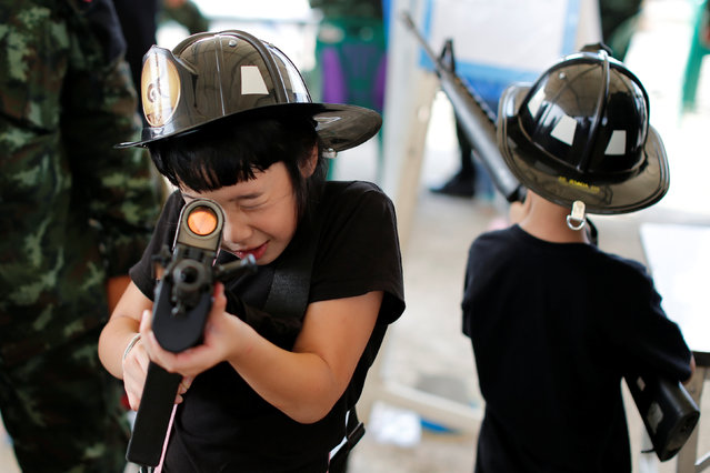 Children play with weapons during Children's Day celebration at a military facility in Bangkok, Thailand January 14, 2017. (Photo by Jorge Silva/Reuters)