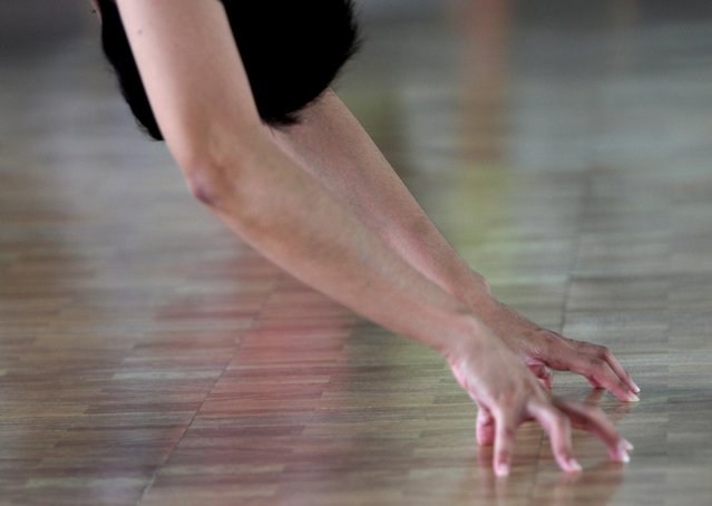A woman scratches the floor during the Anti-Gravity yoga class at Svarga e-Motion Sanctuary at Dharmawangsa Square, Jakarta, Saturday, April 18, 2015. (Photo by Jurnasyanto Sukarno/JG Photo)