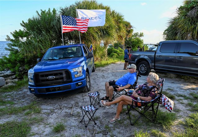 David and Nora Thurman wait to watch the launch of the SpaceX Falcon 9 rocket carrying the Inspiration 4 civilian crew, as they sit along the Indian River Lagoon in Titusville, Florida, September 15, 2021. (Photo by Steve Nesius/Reuters)