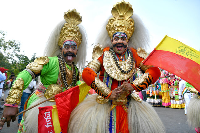 """""""Veeragase"""" folk artists of Karnataka dressed as deities take part in a rally during """"Mahaveer Jayanthi"""" festival celebrations, in Bangalore on April 17, 2019. """"Mahavir Jayanti"""" is one of the most auspicious festivals for the Jain community which is celebrated to commemorate the birth anniversary of Lord Mahavira, the 24th and the last """"Thirthankara"""" of Jainism. (Photo by Manjunath Kiran/AFP Photo)"""