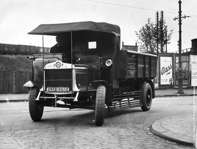 1920: A General truck with pneumatic tyres