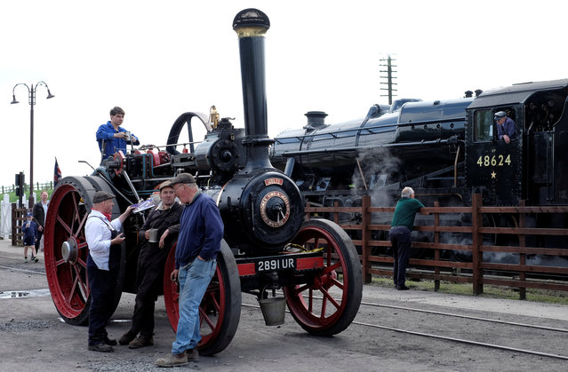 Men talk next to a steam train and a steam engine at a vintage rally, at the Great Central Railway Station in Quorn, Britain May 14, 2016. (Photo by Darren Staples/Reuters)