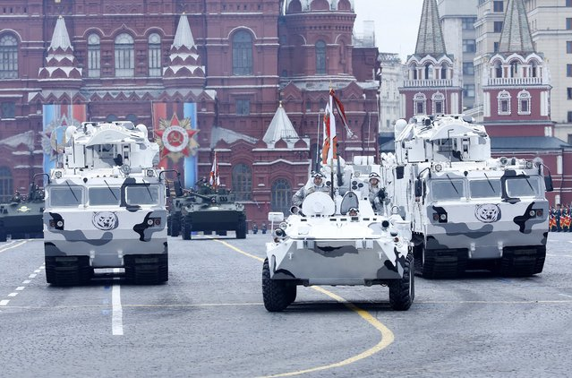 Russian polar version anti-aircraft system moves along the Red Square during a military parade in Moscow, Russia, 09 May 2017. Russia celebrates the 72nd anniversary of the victory over the Nazi Germany in World War II on 09 May 2017. (Photo by Sergei Chirikov/EPA)