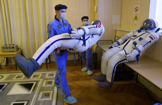 Employees prepare spacesuits at the Russian-leased Baikonur cosmodrome in Kazakhstan on August 19, 2015. Members of the main crew of the 45/46 expedition to the International Space Station ISS, Kazakhstan's cosmonaut Aydyn Aimbetov, Russian cosmonaut Sergei Volkov and Denmark's astronaut Andreas Mogensen from the European Space Agency, are scheduled to blast off to the International Space Station (ISS) on September 2, 2015. (Photo by AFP Photo)
