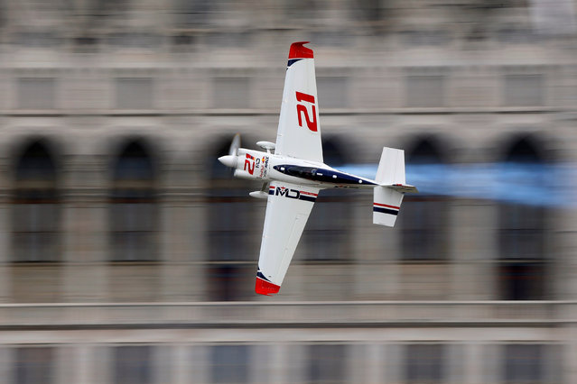 German pilot Matthias Dolderer files with his Edge 540 V3 aircraft during the Red Bull Air Race World Championship in Budapest, Hungary on July 17, 2016. (Photo by Laszlo Balogh/Reuters)