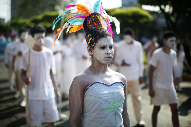 Salvadoran students participate in the parade commemorating Independence Day in San Salvador, El Salvador, September 15, 2017. (Photo by Jose Cabezas/Reuters)