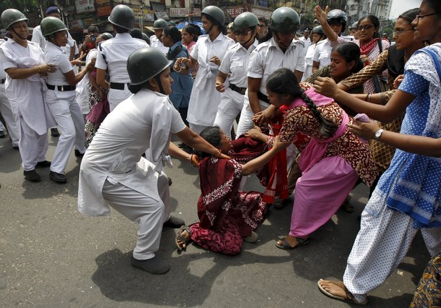 Policewomen try to detain activists from the Socialist Unity Centre of India (SUCI) during a nationwide strike in Kolkata, India, September 2, 2015. Dozens of SUCI activists on Wednesday held a protest against the government's proposed labour reforms, protesters said. (Photo by Rupak De Chowdhuri/Reuters)