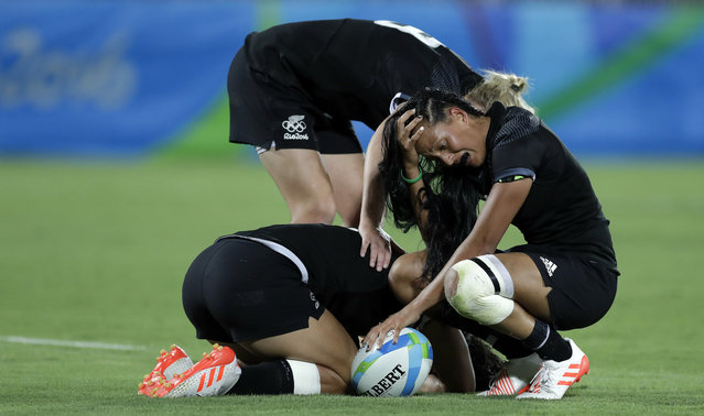New Zealand's Tyla Nathan-Wong, right, reacts emotionally with her teammates after loosing the women's rugby sevens gold medal match against Australia at the Summer Olympics in Rio de Janeiro, Brazil, Monday, August 8, 2016. (Photo by Themba Hadebe/AP Photo)