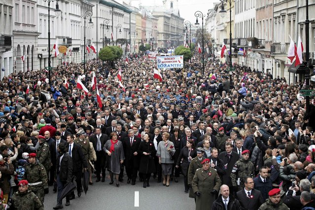 Poland's President Bronislaw Komorowski (C) and his wife Anna walk together with officials during the Independence Day celebrations in Warsaw November 11, 2014. (Photo by Slawomir Kaminski/Reuters/Agencja Gazeta)
