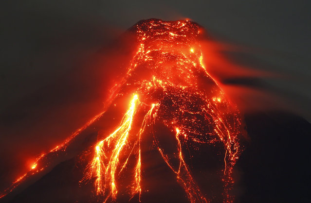 Mayon volcano spews molten lava during its sporadic eruption early Thursday, January 25, 2018 as seen from a village in Legazpi city, Albay province, around 340 kilometers (200 miles) southeast of Manila, Philippines. (Photo by Bullit Marquez/AP Photo)