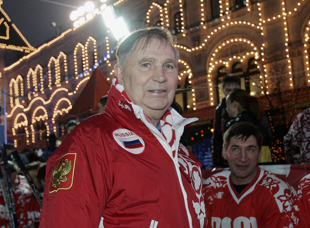 """In this Saturday, December 9, 2006 file photo, Legendary Soviet ice hockey coach Viktor Tikhonov, centre, stands at the """"Team USSR"""" bench prior to the charity ice hockey match, at the Moscow's Red Square. The legendary Russian hockey coach Viktor Tikhonov, whose teams won three Olympic gold medals, has died after an undisclosed long illness. He was 84. (Photo by Ivan Sekretarev/AP Photo)"""