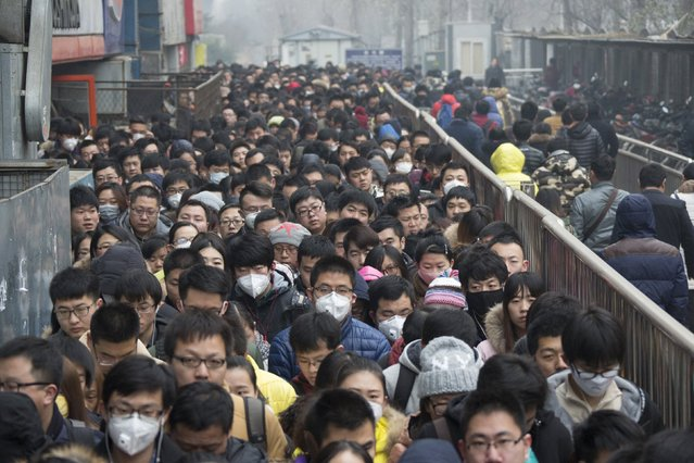 """Morning commuters wait in line at the Tiantongyuan subway station on a smoggy day after the city issued its first ever """"red alert"""" for air pollution, in Beijing, China, December 8, 2015. (Photo by Reuters/China Daily)"""