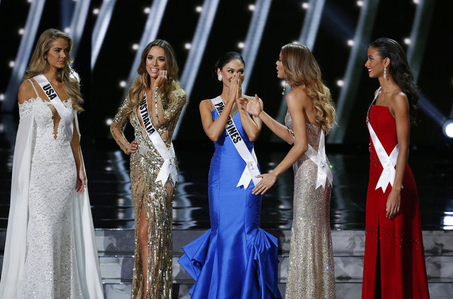 The final five contestants, including Miss Philippines Pia Alonzo Wurtzbach, center, react on stage at the Miss Universe pageant Sunday, December 20, 2015, in Las Vegas. (Photo by John Locher/AP Photo)