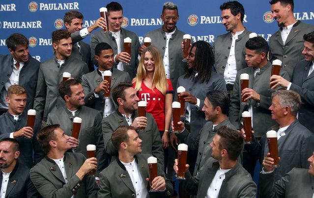 Bayern Munich's soccer team, wearing traditional attire, toasts with beer during a photo call for a sponsor in Munich, Germany, September 2, 2018. (Photo by Michael Dalder/Reuters)