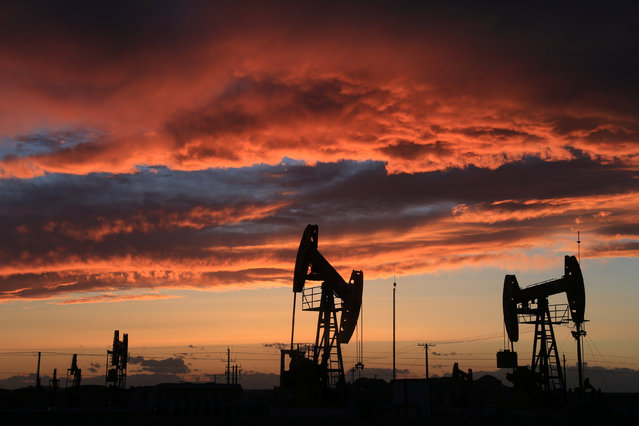 Site of an oil field is seen at sunset in Karamay, Xinjiang Uighur Autonomous Region, China, May 7, 2017. (Photo by Reuters/Stringer)