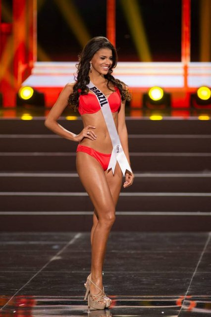 A handout picture provided by the Miss Universe Organization shows Jakelyne Oliveira, Miss Brazil 2013, competing in the swimsuit competition during the Preliminary Competition at the Crocus City Hall, in Moscow, Russia, 05 November 2013. (Photo by Darren Decker/EPA)