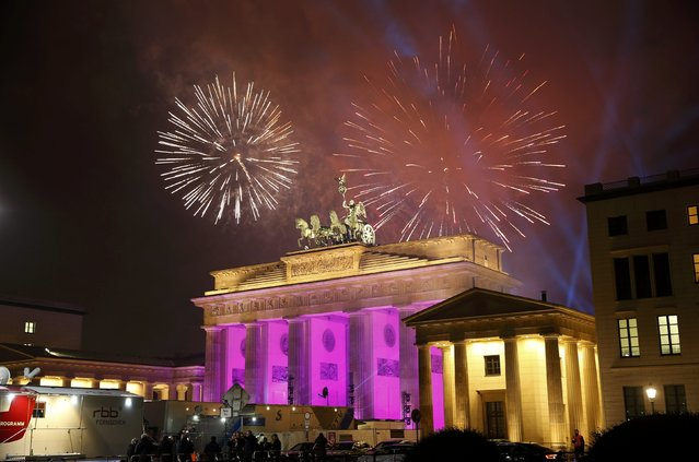 Fireworks explode next to the Quadriga sculpture atop the Brandenburg gate during New Year celebrations in Berlin, Germany, January 1, 2017. (Photo by Fabrizio Bensch/Reuters)