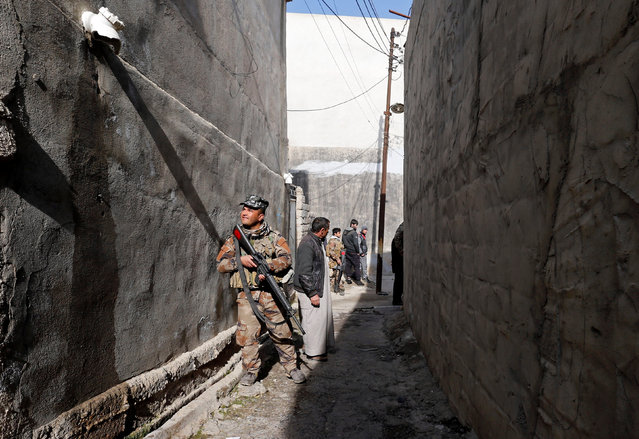 A member of the Iraqi army holds his weapon during an operation to search for weapons in the Arabi neighborhood in Mosul, Iraq January 26, 2017. (Photo by Muhammad Hamed/Reuters)