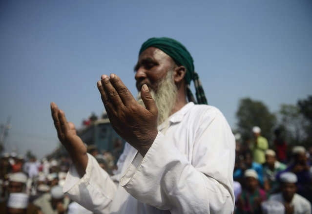 A Bangladeshi Muslim participates in Akheri Munajat, or last prayers, at the conclusion of the Biswa Ijtema or World Muslim Congregation at Tongi, some 30 kms north of Dhaka January 26, 2014. (Photo by Munir Uz Zaman/AFP Photo)