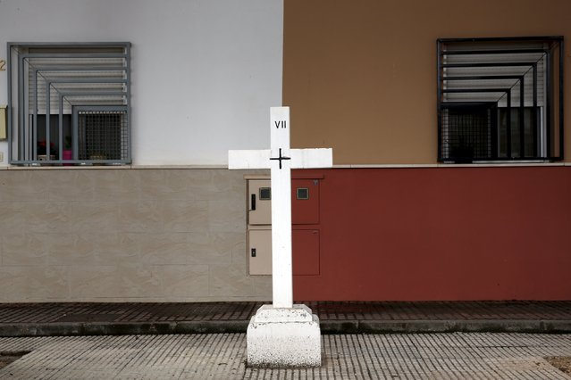 A white cross belonging to a Via Crucis is seen on a street in Alcazar de San Juan, Spain, April 5, 2016. (Photo by Susana Vera/Reuters)