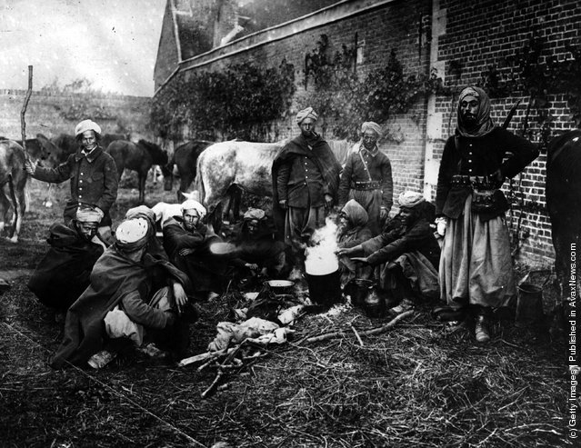 1914: Algerian cavalry (the Spahees) camp after the 1st Battle of Aisne