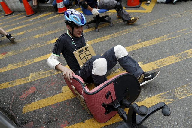 A competitor falls during the office chair race ISU-1 Grand Prix in Tainan, southern Taiwan April 24, 2016. (Photo by Tyrone Siu/Reuters)