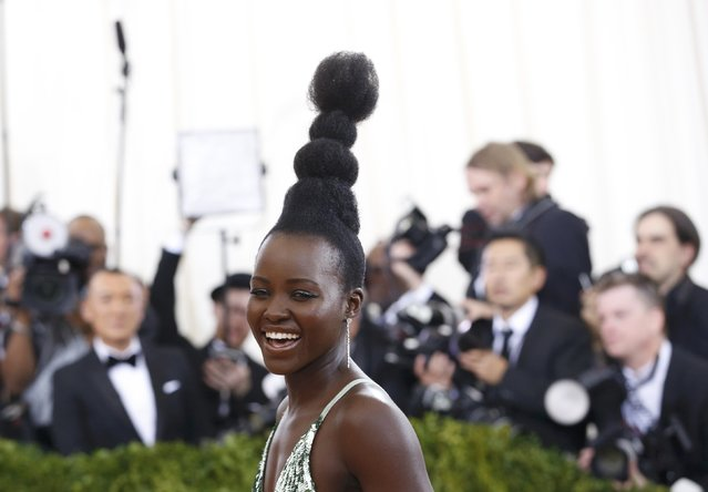 """Actress Lupita Nyong'o arrives at the Metropolitan Museum of Art Costume Institute Gala (Met Gala) to celebrate the opening of """"Manus x Machina: Fashion in an Age of Technology"""" in the Manhattan borough of New York, May 2, 2016. (Photo by Lucas Jackson/Reuters)"""