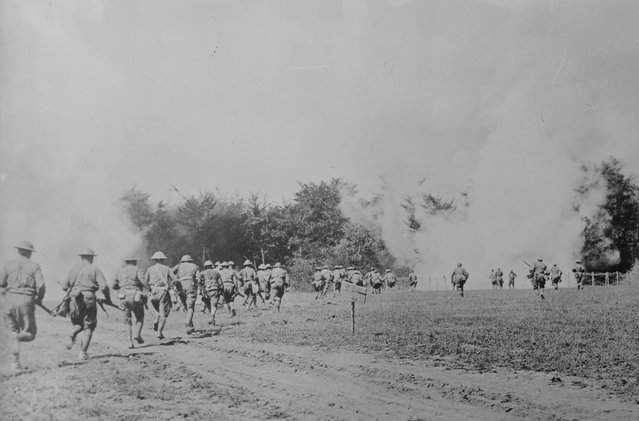 American soldiers practice throwing hand grenades at enemy positions in Choloy, France, August 1, 1918. (Photo by Reuters/Courtesy Library of Congress)