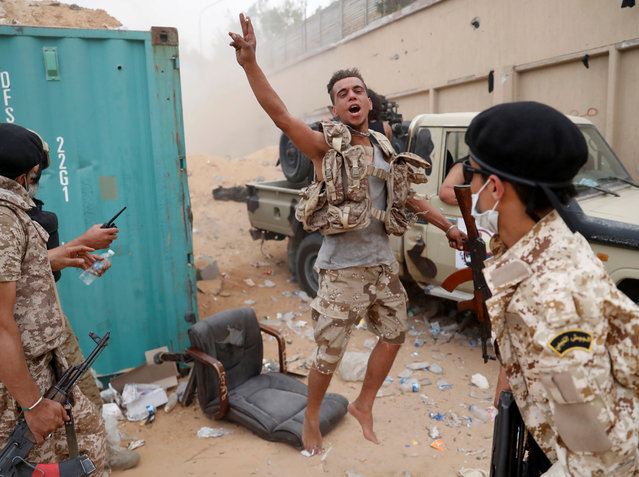 A fighter loyal to Libya's U.N.-backed government (GNA) gestures during clashes with forces loyal to Khalifa Haftar on the outskirts of Tripoli, Libya on May 25, 2019. (Photo by Goran Tomasevic/Reuters)