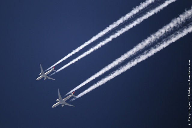 Two commercial airliners appear to fly close together as the pass over London