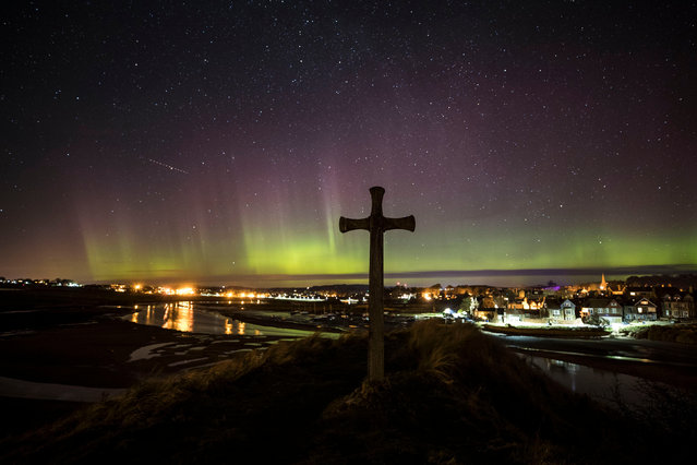 The northern lights over St Cuthbert's Cross in Alnmouth,  Northumberland, England on March 1, 2017, said to be the location where the monk agreed to become bishop of Lindisfarne when petitioned by the king. (Photo by Owen Humphreys/PA Wire)