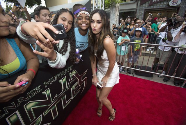 "Cast member Megan Fox poses with fans at the premiere of ""Teenage Mutant Ninja Turtles"" in Los Angeles, California August 3, 2014. The movie opens in the U.S. on August 8. (Photo by Mario Anzuoni/Reuters)"