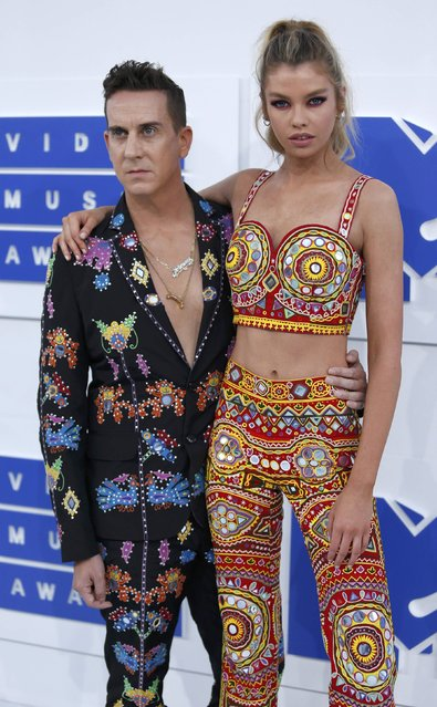Model Stella Maxwell and fashion designer Jeremy Scott arrive at the 2016 MTV Video Music Awards in New York, U.S., August 28, 2016. (Photo by Eduardo Munoz/Reuters)