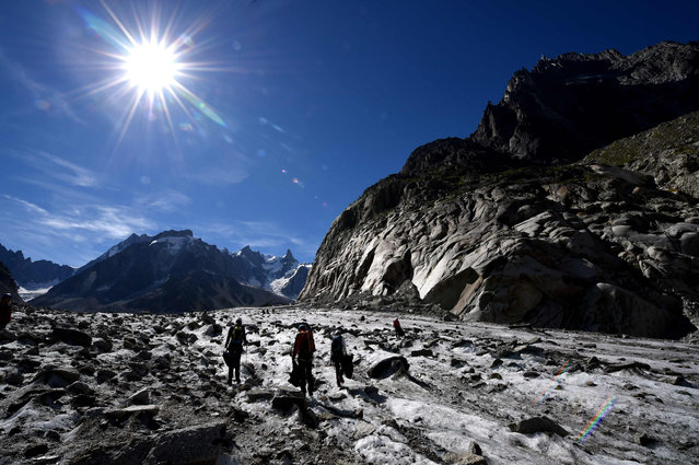 Volunteers collect wastes on the Mer de Glace glacier in Chamonix-Mont Blanc, French Alpes, on September 2, 2016 during the annual clean-up operation following the summer season. (Photo by Jean Pierre Clatot/AFP Photo)