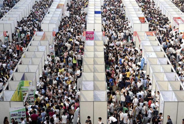 Thousands of job seekers visit booths at a job fair in Chongqing municipality, October 11, 2014. (Photo by Reuters/Stringer)