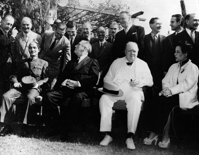 American President Franklin Delano Roosevelt, British Prime Minister Winston Churchill and Chinese leader Chiang Kai-Shek meet with other military leaders to discuss policy, 17th December 1943. (Photo by Fox Photos/Getty Images)