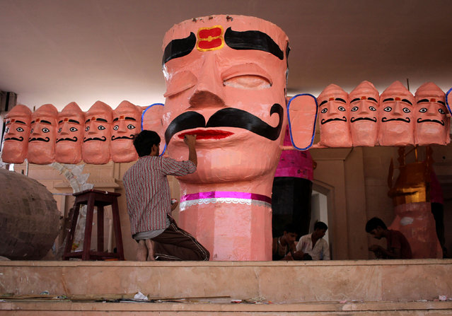 An artisan paints an effigy of demon king Ravana during preparation for the upcoming Hindu festival of Dussehra in India, September 30, 2016. (Photo by Himanshu Sharma/Reuters)