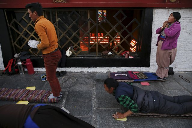 Pilgrims pray outside the Jokhang Temple in central Lhasa, Tibet Autonomous Region, China early November 20, 2015. (Photo by Damir Sagolj/Reuters)