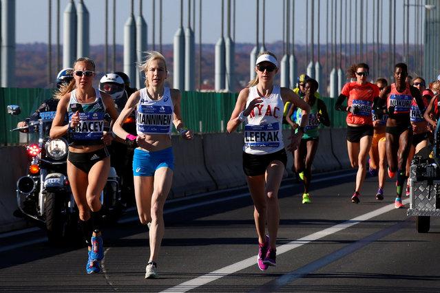 Elite women's runners cross the Verrazano–Narrows Bridge during the 2016 New York City Marathon in the Manhattan borough of New York City, NY, U.S. November 6, 2016. (Photo by Brendan McDermid/Reuters)