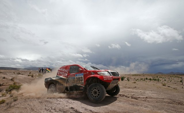 Toyota driver Giniel De Villiers of South Africa drives during the 7th stage of the Dakar Rally 2015, from Iquique to Uyuni January 10, 2015. (Photo by Jean-Paul Pelissier/Reuters)