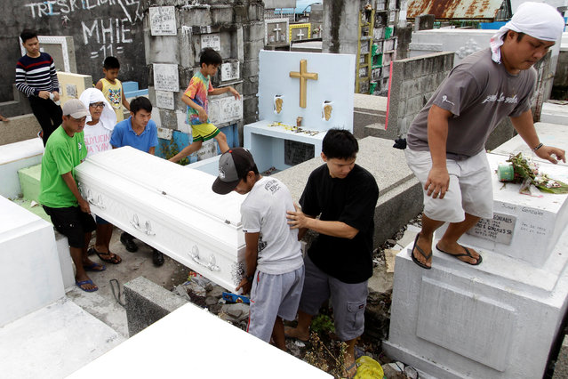 Relatives and friends carry the coffin of Rosanna Doceyo, who according to relatives was killed by an unidentified man, during her funeral in Caloocan city, Metro Manila, Philippines November 6, 2016. (Photo by Czar Dancel/Reuters)