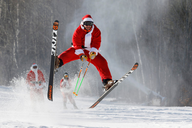 A skier dressed as Santa participates in a charity run down a slope at Sunday River Ski Resort in Newry, Maine, U.S. December 4, 2016. (Photo by Joel Page/Reuters)