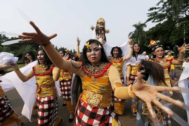 Balinese Hindu dancers perform during a ritual before Nyepi day in Jakarta March 20, 2015. Nyepi is a day of silence for self-reflection to celebrate the Balinese Hindu new year, where people may not use lights, light fires, work, travel nor enjoy entertainment. During Nyepi, the airport in Bali is also closed. Only Pecalang, traditional security officials, are allowed to patrol the streets to ensure prohibitions are followed. (Photo by Reuters/Beawiharta)