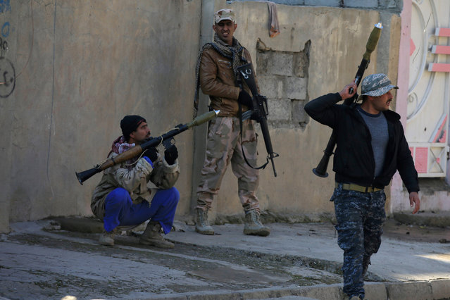 Members of the Iraqi rapid response forces gather during a battle with Islamic State militants in Wahda district of eastern Mosul, Iraq, January 6, 2017. (Photo by Alaa Al-Marjani/Reuters)