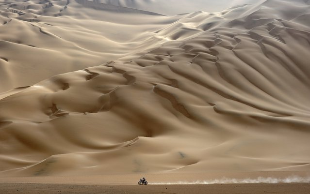 A lonesome motorcyclist rides across the desert during the stage 11 of the Dakar 2012, between Arica and Arequipa, Chile, on January 12, 2012. (Photo by Philippe Desmazes/AFP Photo)